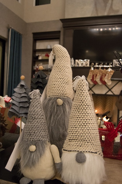 Knitted Table Gnomes (lots of gnomes in 2016)